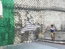 Tường thành treo trên nhà dân chực chờ đổ sụp