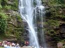 Chụp ảnh cùng bạn ngày Tết, nam thanh niên rơi xuống thác nước tử vong