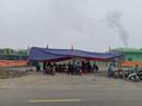Nhà máy xử lý rác thải gây ô nhiễm, người dân dựng rạp chặn trước cổng
