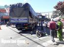 Tai nạn với xe tải, chồng chết, vợ nguy kịch