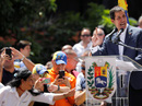 """Venezuela: Thủ lĩnh đối lập tuyên bố """"chỉ thị trực tiếp"""" quân đội mở cửa cho hàng viện trợ"""