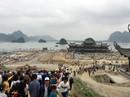 """Hàng vạn du khách đổ về ngôi chùa """"lớn nhất thế giới"""" đang xây dựng ngổn ngang"""