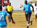 """Ở tuổi 52, Tổng thống Liberia vẫn là """"vua phá lưới"""""""