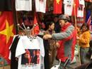 Áo in hình Tổng thống Donald Trump và Chủ tịch Kim Jong-un đắt khách ở Hà Nội