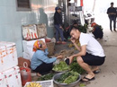 Phan Văn Đức trổ tài đi chợ, nấu ăn cho mẹ khi về nhà đón Tết