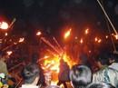 """Độc đáo tục """"xin"""" lửa đêm giao thừa ở ngôi làng cổ gần 400 năm"""