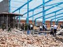Sập tường công trình ở Vĩnh Long, 6 người tử vong