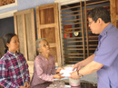 Gia đình Thủ tướng chia sẻ khó khăn với người nhà anh dân quân tử vong trong lũ