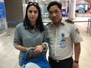 Nhân viên sân bay tìm du khách trả lại hơn 100 triệu đồng để quên