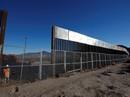 Ông Trump làm căng, Lầu Năm Góc chuyển 1 tỉ USD xây tường biên giới
