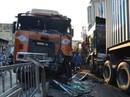 """Xe container lao như """"tên bắn"""" vào nhà dân, 6 người suýt chết"""