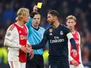 """""""Gã hề"""" Ramos bất lực nhìn Real Madrid thảm bại ở Champions League"""