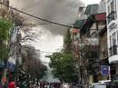 Cháy lớn căn nhà trên phố Bát Đàn, người dân hoảng sợ chạy ra đường