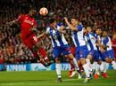 Salah thoát thẻ đỏ, Liverpool thắng dễ Porto ở Anfield