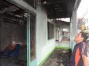 Khốn đốn vì trụ điện phóng hỏa gây cháy nhà