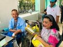 Kỳ nữ Kim Cương động viên nghệ sĩ Lê Bình điều trị ung thư theo liệu pháp mới