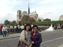 Nghệ sĩ bàng hoàng trước ngọn lửa bùng lên từ Nhà thờ Đức Bà Paris