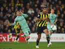 """Thủ môn Watford """"tặng"""" bàn thắng hy hữu, Arsenal vào Top 4"""