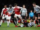 """Thắng trận thứ 10 liên tiếp sân nhà, Arsenal """"bay"""" vào Top 3 Ngoại hạng"""