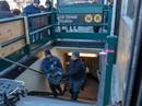 Tử nạn vì lao ra đầu tàu điện nhặt điện thoại