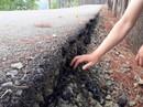 Gia Lai: Đường mới làm, chỉ cần dùng tay cào nhẹ là vỡ vụn