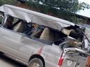 Xe 16 chỗ tông xe tải đang vào cua, 1 người chết, 3 người bị thương