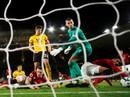 """""""Vua thẻ"""" ra oai, Man United gục ngã trước Wolverhampton"""
