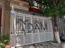Vụ sàm sỡ bé gái: Nhà cựu phó viện trưởng VKSND Đà Nẵng bị vẽ bậy, ném rác