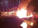 Đà Nẵng: Tàu cá trị giá 1 tỉ đồng bốc cháy dữ dội lúc rạng sáng