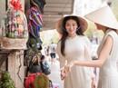 Hoa hậu và Á hậu Trái Đất đi chợ Bến Thành