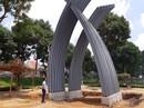Thay biểu trưng sao chép bằng tượng đài chục tỉ
