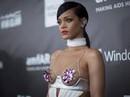"""""""Viên ngọc đen"""" Rihanna làm nên lịch sử thời trang"""