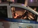 Nữ tài xế taxi bị người đàn ông đâm gục trên ghế lái
