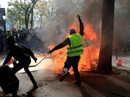 Hàng chục ngàn người biểu tình, Pháp điều 7.400 cảnh sát ứng phó