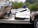 Xe bán tải đấu đầu xe tải, tài xế nguy kịch mắc kẹt trong ca bin giập nát