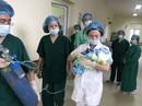 Bác sĩ trào nước mắt đón bé trai chào đời từ người mẹ bị ung thư vú giai đoạn cuối