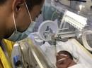 Bé sơ sinh con người mẹ trẻ ung thư giai đoạn cuối giờ ra sao?