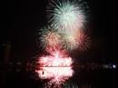 """Mỹ Tâm hát """"Trở về dòng sông tuổi thơ"""" trong đêm khai hội pháo hoa"""