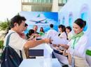 """Khách đội nắng """"săn"""" vé ưu đãi tại Bamboo Airways Tower"""