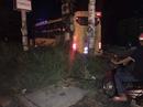 Xe khách đụng chết người, lao vào cột điện khiến hành khách hoảng vía