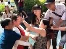 Giành chỗ chụp hình, 2 phụ nữ choảng nhau loạn xạ tại hồ Vô Cực - Đà Lạt