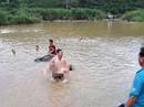 Tắm sông, anh em ruột chết đuối thương tâm