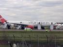 Máy bay hạ cánh khẩn vì lửa bốc trong khoang