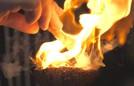 Nhà hàng hút khách nhờ dùng thủy tinh nóng chảy nấu chín thức ăn