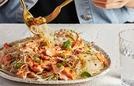 Món salad miến cá hồi đậm đà cho bữa trưa