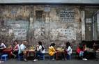 Tiệm bánh mì 60 năm bên vỉa hè