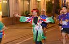 Nhà văn Trang Hạ và MC Huy Hoàng mặc áo dài chạy marathon