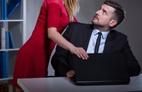 'Tôi khủng hoảng khi bị sếp nữ quấy rối'