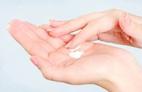 7 cách bảo vệ đôi bàn tay khỏi nhăn nheo, gân guốc