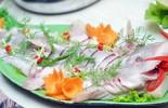 Đến Quảng Bình uống tiết 'mãng xà biển', ăn gỏi 'thủy quái'